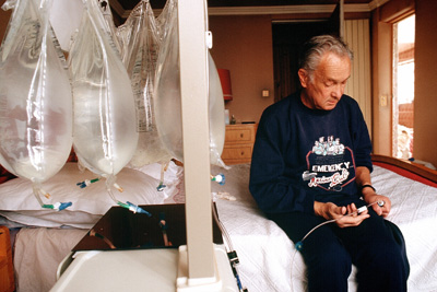 Peritoneal dialysis may offer elderly patients greater independence.
