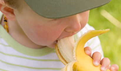 Bananas are a good source of vitamin B6, a nutrient with suspected links to nephrotic syndrome.